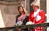 34balconyHH.RR.HH. Infanta Cristina of Spain and Princess Diana of Wales.jpg