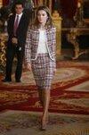 dna-letizia-llega-austria-traje-estilo-chanel-felipe-varela_4_2168202.jpg