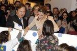 inauguracion-arco-2014-dona-letizia-saludando-a-los-ninos.jpg