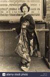hido-japan-a-smiling-geisha-girl-date-1946-G3ATTG.jpg