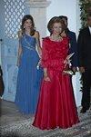 6416_la-reina-sofia-con-vestido-largo-rojo.jpg